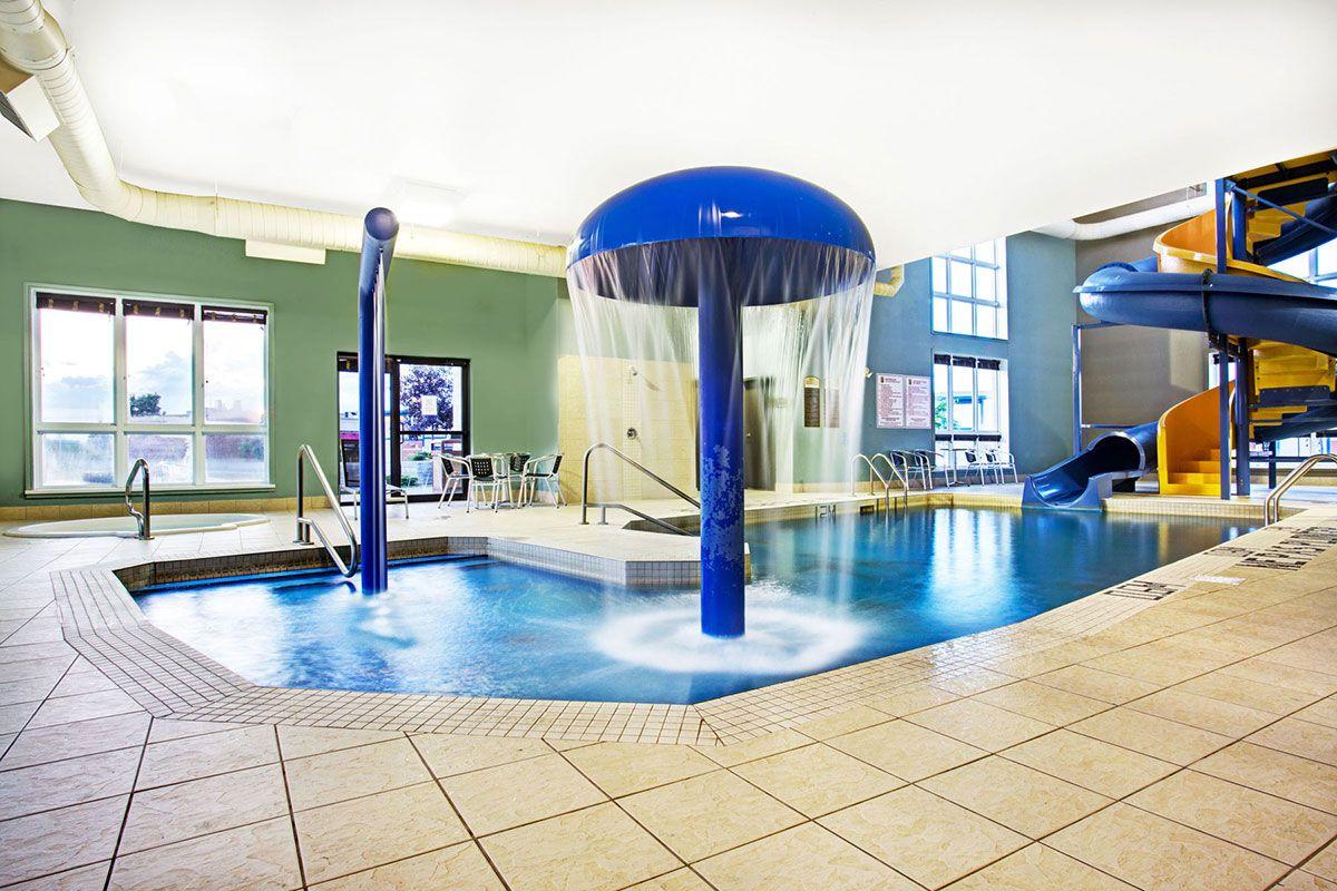Piscine salle d 39 exercice super 8 hotels lachenaie for Piscine terrebonne